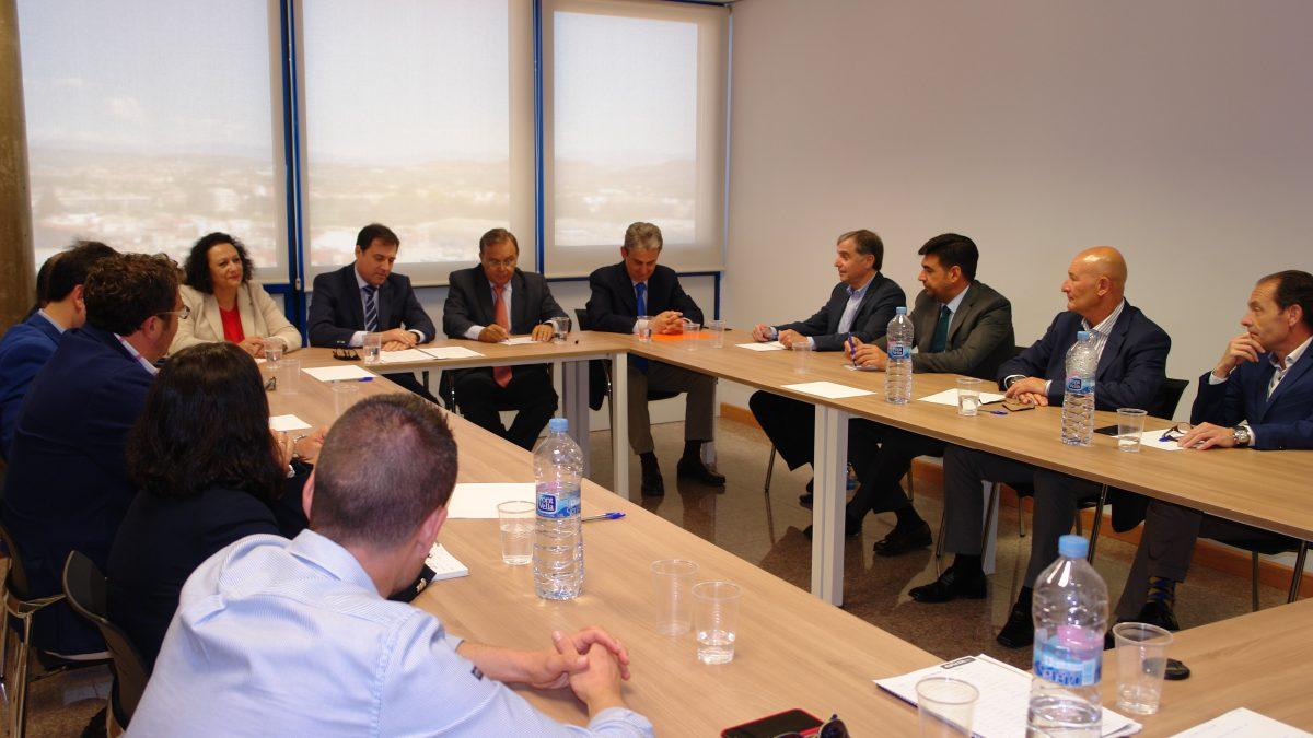 La creación urgente de la UNAU y el Plan de Vivienda centran las peticiones de Apirm al nuevo Consejero de Fomento