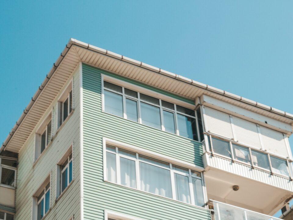 La compraventa de viviendas crece un 233,6% interanual